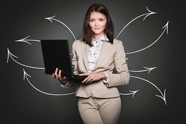 仕事とパソコンと女性
