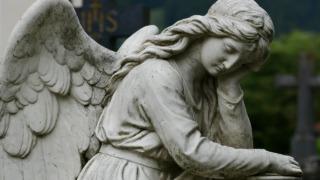 angel-悩んでいる