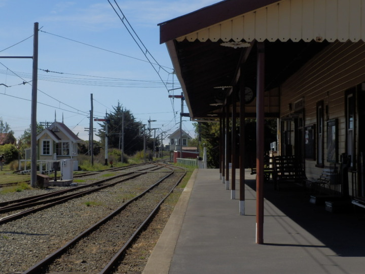 フェリーミード-鉄道-ステーション-駅